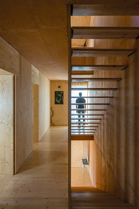 House-in-Palmela-Portugal-by-Paratelier_dezeen_468_3