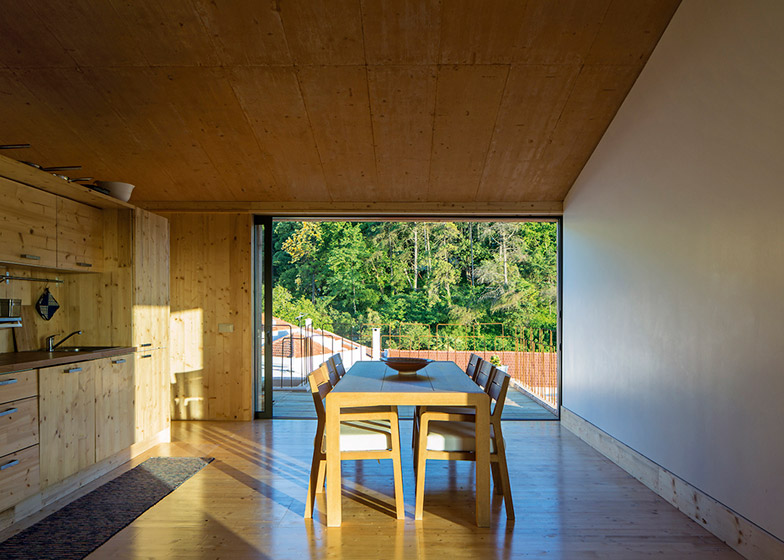 House-in-Palmela-Portugal-by-Paratelier_dezeen_784_1