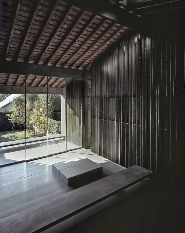 rcr-arquitectes-.-Casa-Entremuros-.-Olot-5-640x805