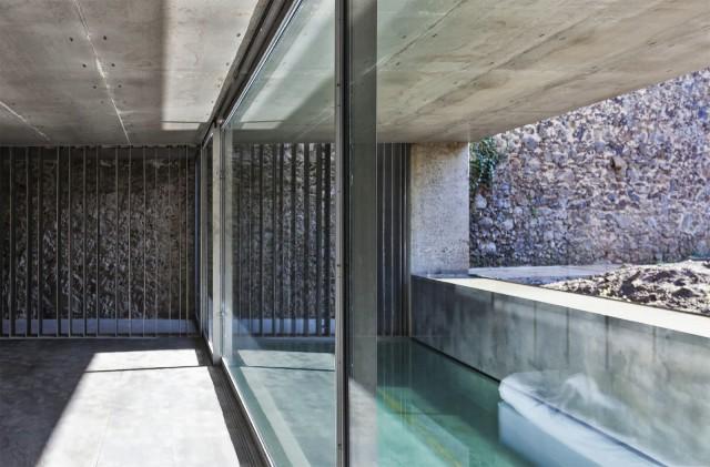 rcr-arquitectes-.-Casa-Entremuros-.-Olot-8-640x421